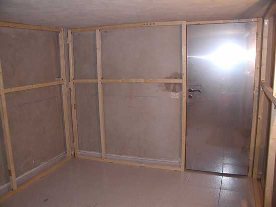Construyendo un local de ensayo for Como hacer una puerta con machimbre